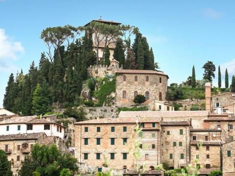 3 razloga da posetite grad Cetona u Toskani