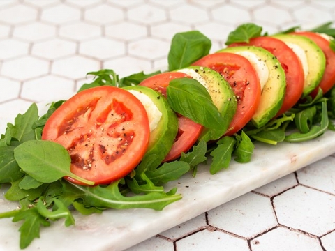 Kapreze salata sa avokadom