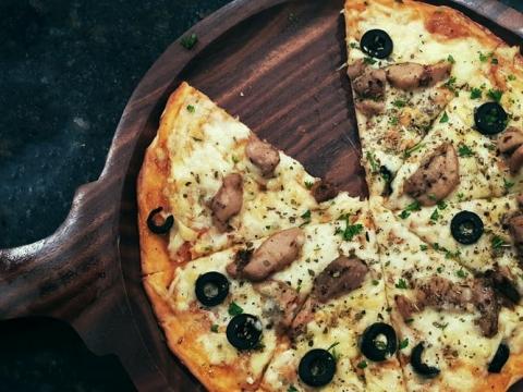 Pizza sa Mutti polpom – omiljeno jelo svih generacija