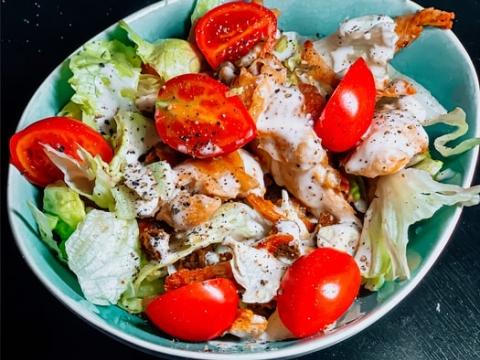 Salata sa filetima skuše i cherry paradajzom