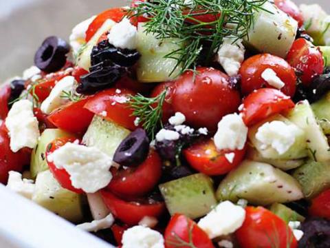 Izdašna letnja salata