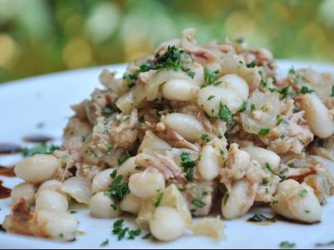 Fagioli e tonno (salata sa pasuljem i tunjevinom)