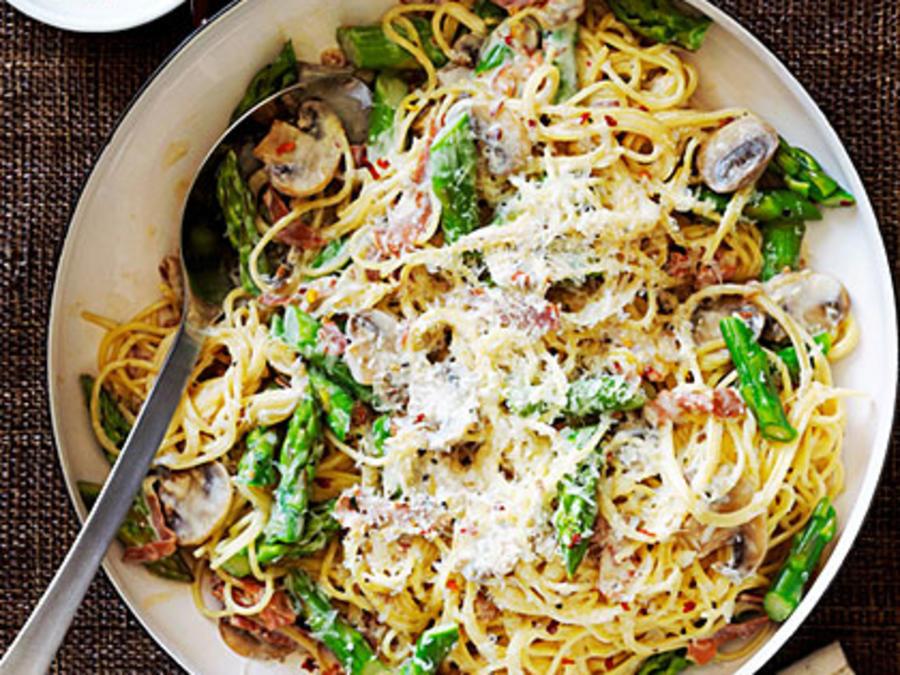 Špagete sa šparglom i pršutom